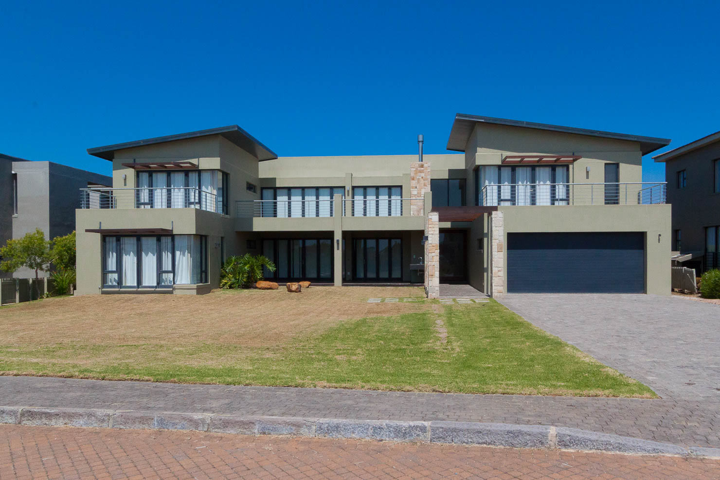 Golf estate house oubaai golf estate garden route for Fairway house